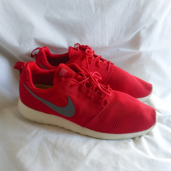 Nike Shoes | Mens Red Roshe Size 13